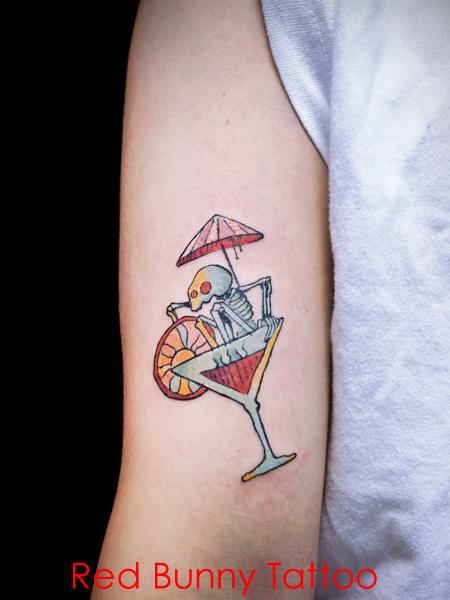 スケルトンとカクテルのタトゥーデザイン マグヌスデザイン skelton-cocktail-tattoo