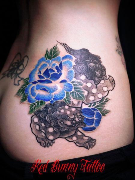 女性・唐獅子牡丹の刺青・タトゥーデザイン